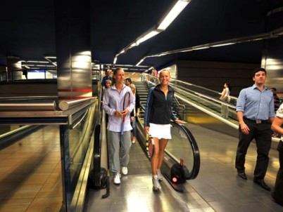 Elena Dementieva, Caroline Wozniacki play tennis in Madrid's Metro station