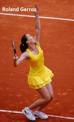 Jelena Jankovic at the 2010 Roland Garros in yellow ANTA dress